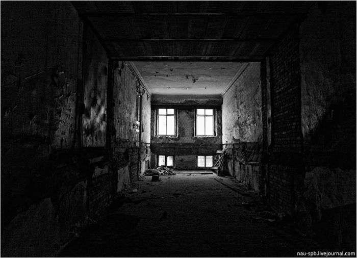 Покинутий прокурорський будинок (23 фото)