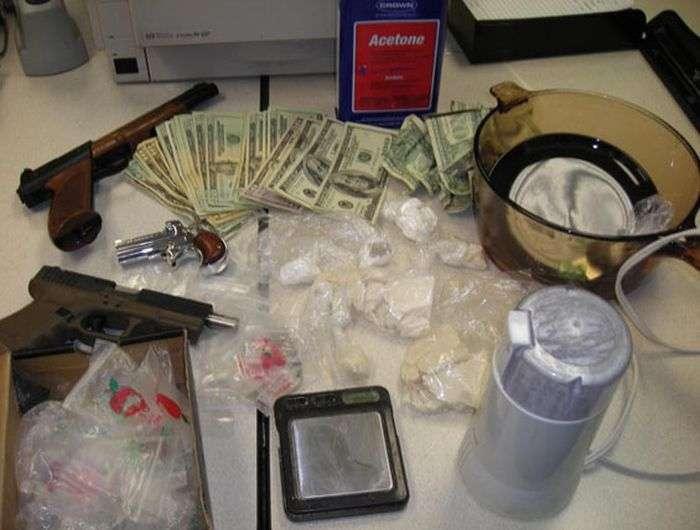 Затримання наркоторговців на гарячому (33 фото)
