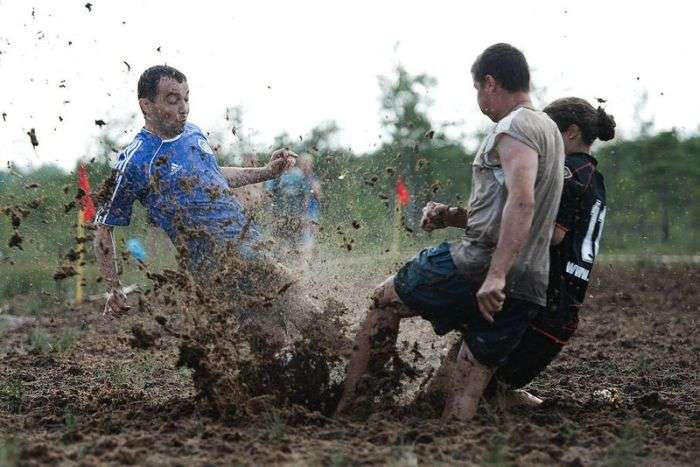Чемпіонат Росії з футболу на болотах (22 фото)