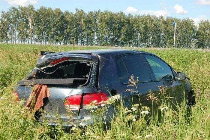 Водій асенізатора не помітив легковий автомобіль (5 фото + відео)