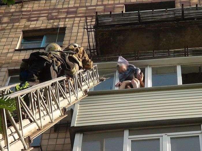 Бабуся випала з 8-го поверху (8 фото + 2 відео)