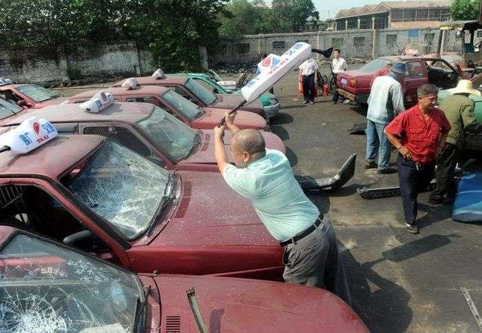 Як китайські таксисти борються з нелегалами (7 фото)
