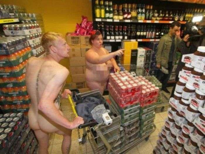 Голяка за продуктами (6 фото)