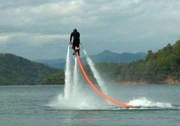 Іграшка для олігархів - літаючий водний мотоцикл (6 фото)