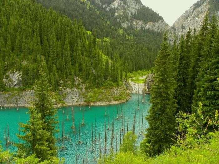 Незвичайне озеро в Казахстані (9 фото)