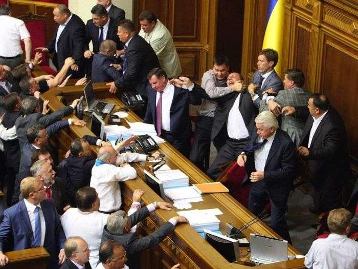 Масові бійки в українському парламенті (12 фото)