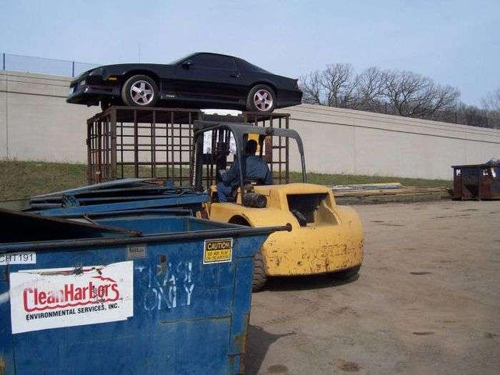 Припаркував машину в недозволеному місці - чекай сюрпризів (4 фото)