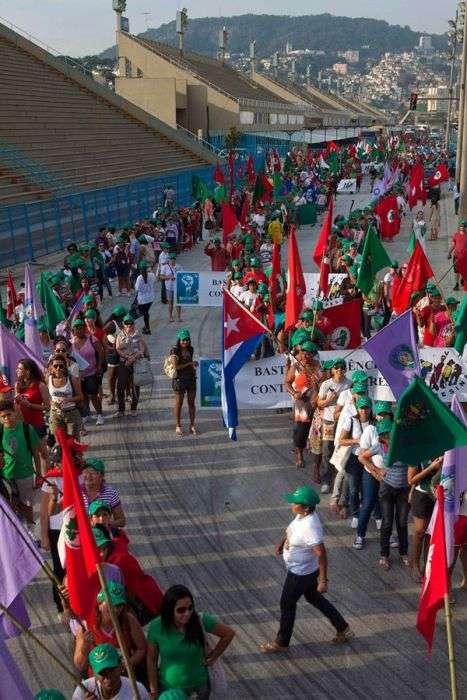Голий протест в Ріо-де-Жанейро (12 фото)