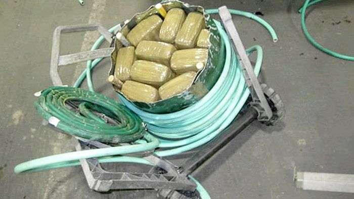 Креативна контрабанда наркотичних засобів (43 фото)