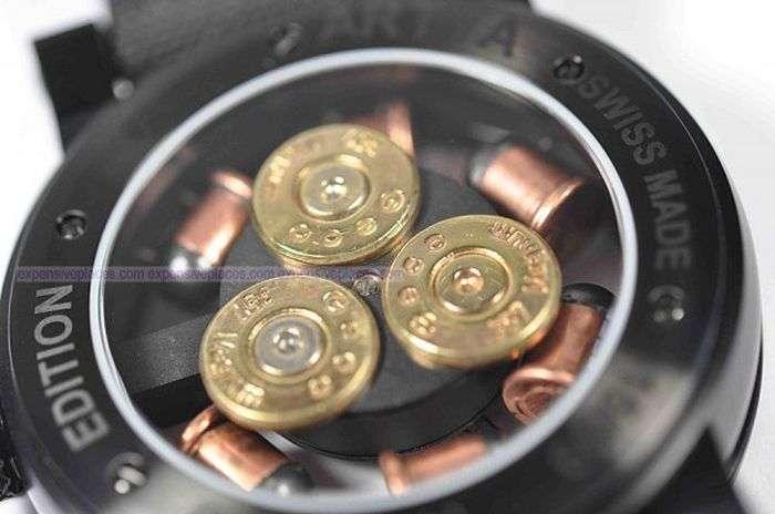 Незвичайні годинник для любителів зброї (7 фото)