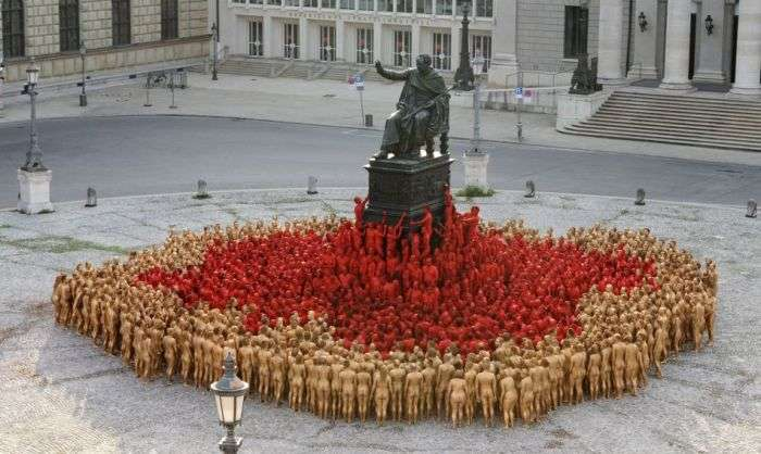 1700 оголених людей в центрі Мюнхена (17 фото)