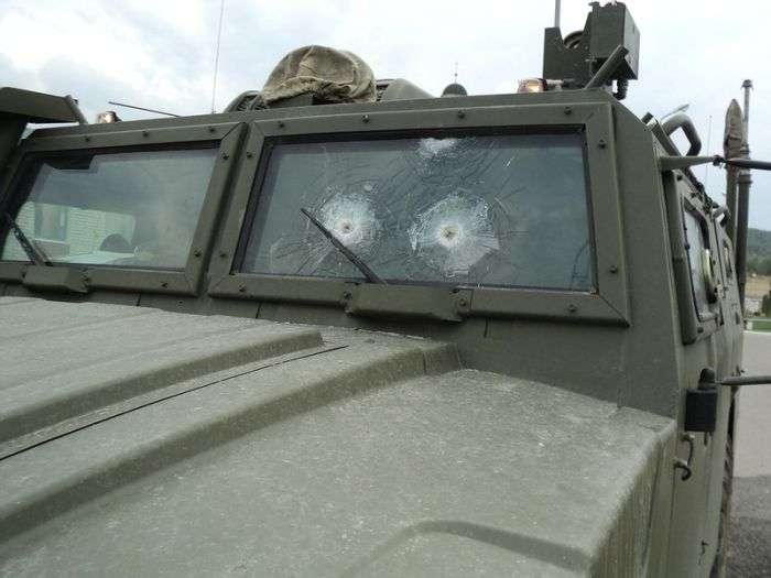 Обстріляний броньовик СТС Тигр (7 фото)