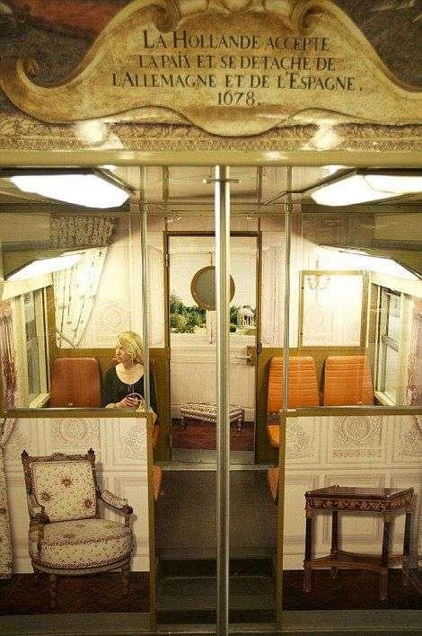 Незвичайний потяг з унікальним итерьером (14 фото)