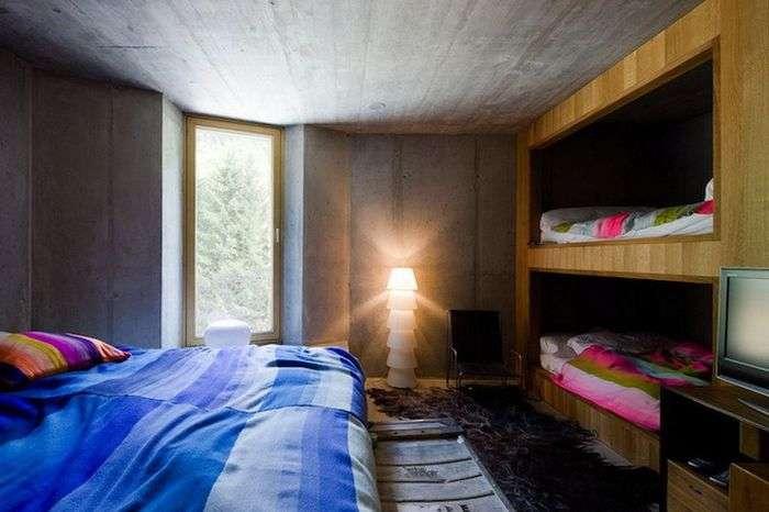 Будинок всередині гори в швейцарських Альпах (19 фото)