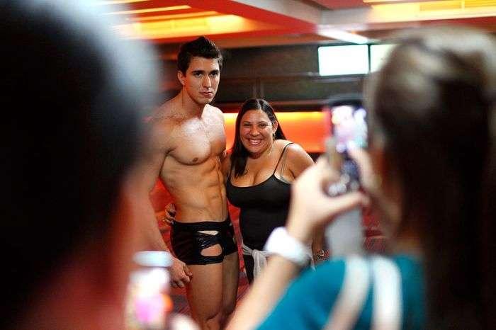 Новинки секс-індустрії на виставці в Каракасі (15 фото)