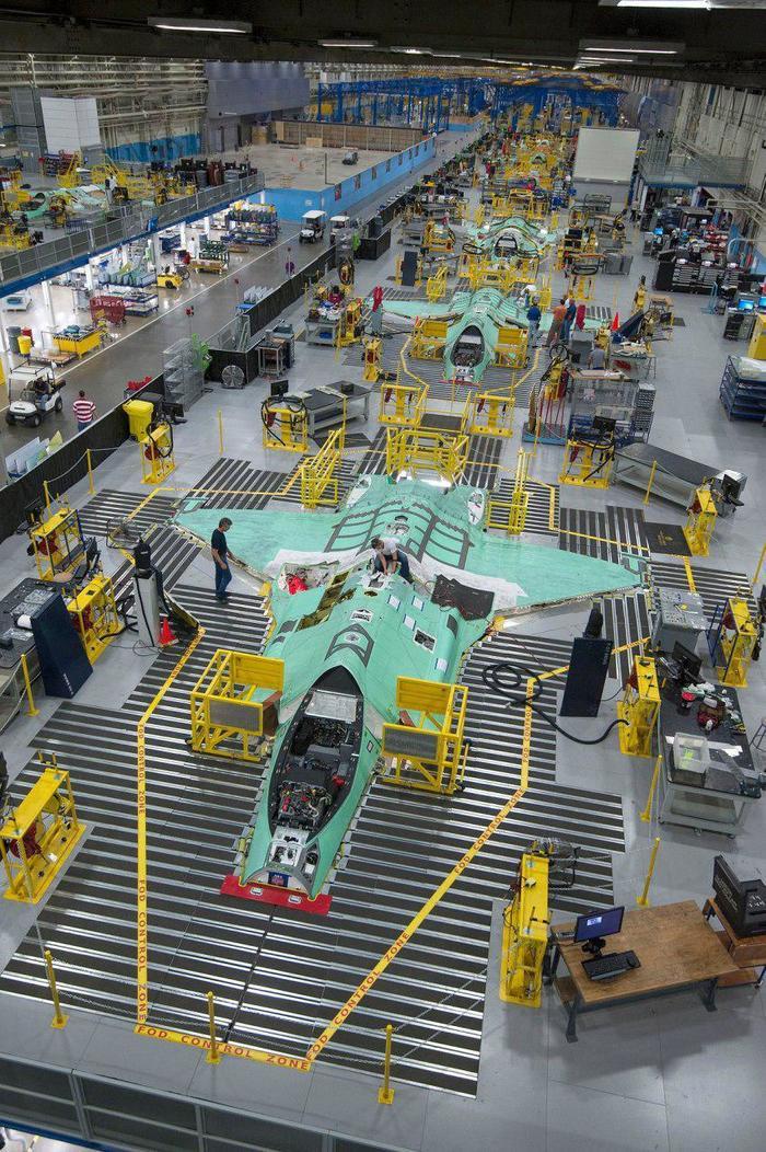 Как собирают военные самолеты в США самолет