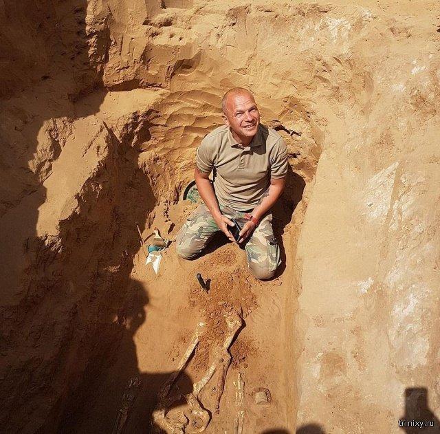 Астраханский фермер нашел древнее захоронение и украшение Интересное