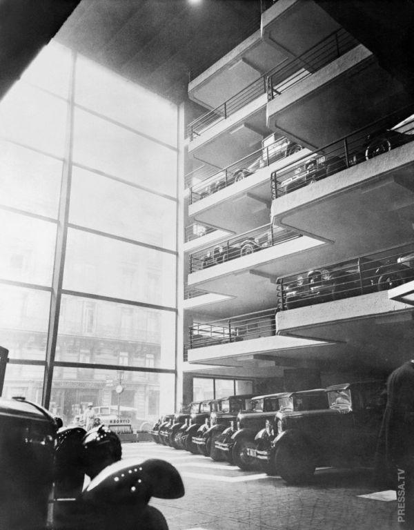 Экономия пространства: удивительные винтажные фотографии вертикальных парковок в 1920-х — 1950-е годах Интересное