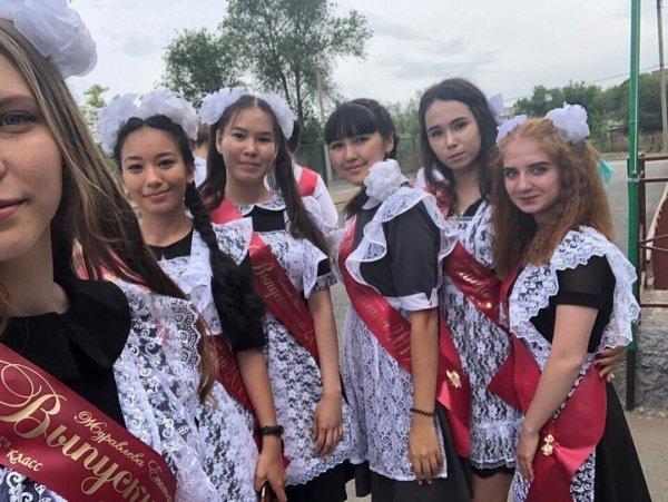 Выпускницы 2019: фотографии с последнего звонка Всячина