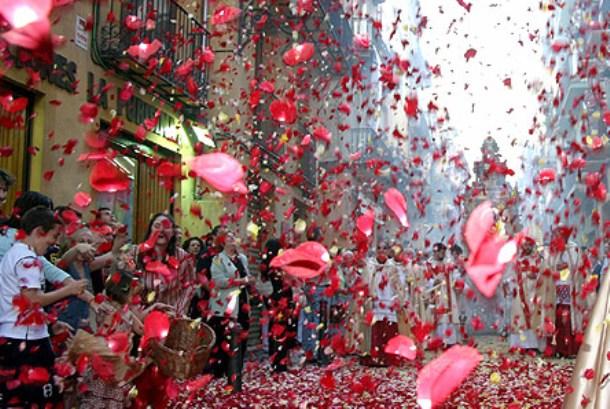 Фестиваль роз в Болгарии путешествия,Путешествие и отдых