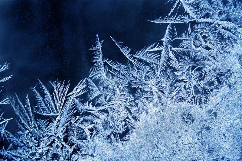 Почему на окнах появляются ледяные узоры? Интересное