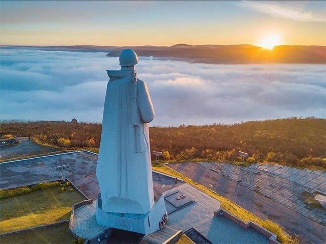 Памятник защитникам Заполярья поражает туристов   Интересное