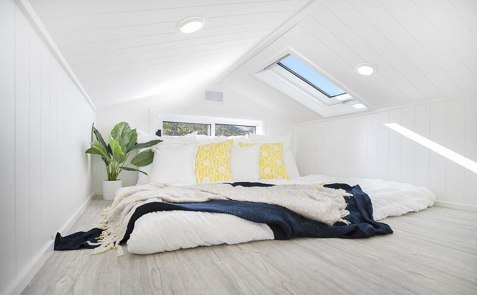 Любителям минимализма: внутри крошечного фургона — светлая и просторная 3-комнатная квартира, где есть все необходимое Интересное