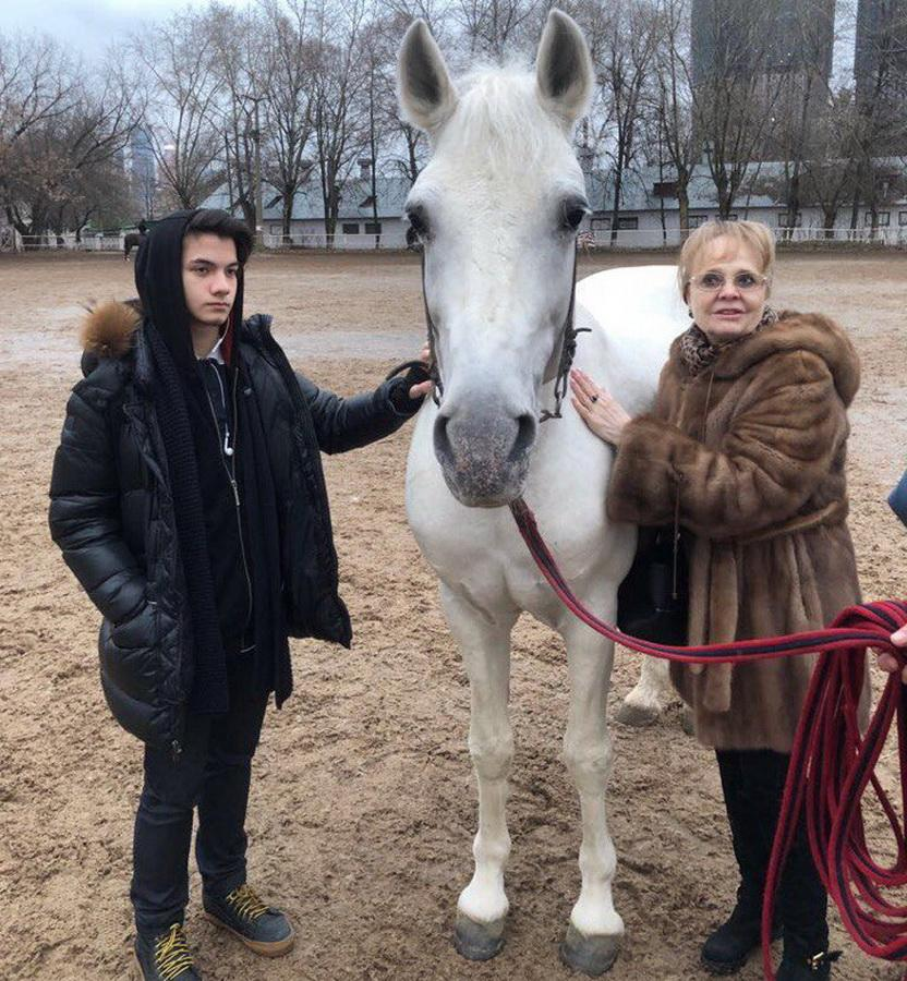 Когда актрисе Наталии Белохвостиковой было 56, а ее мужу 80, они усыновили 3-летнего мальчика