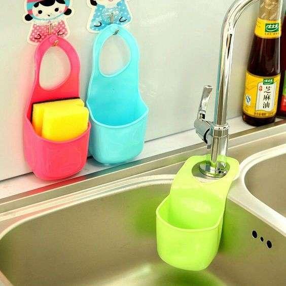 Кто- то пластиковую тару просто выбрасывает, а кто-то делает такие полезные вещи для дома