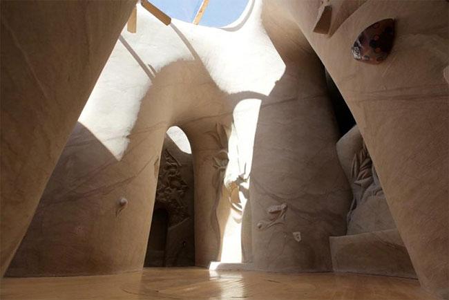 Этот художник 10 лет создавал уникальную пещеру. Вот результат