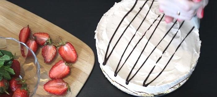 Шоколадныйчизкейк с клубникойбез выпечки рецепты
