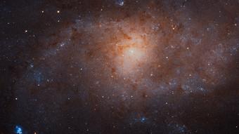 Что, если в центрах галактик располагаются ядра из тёмной материи? Космос
